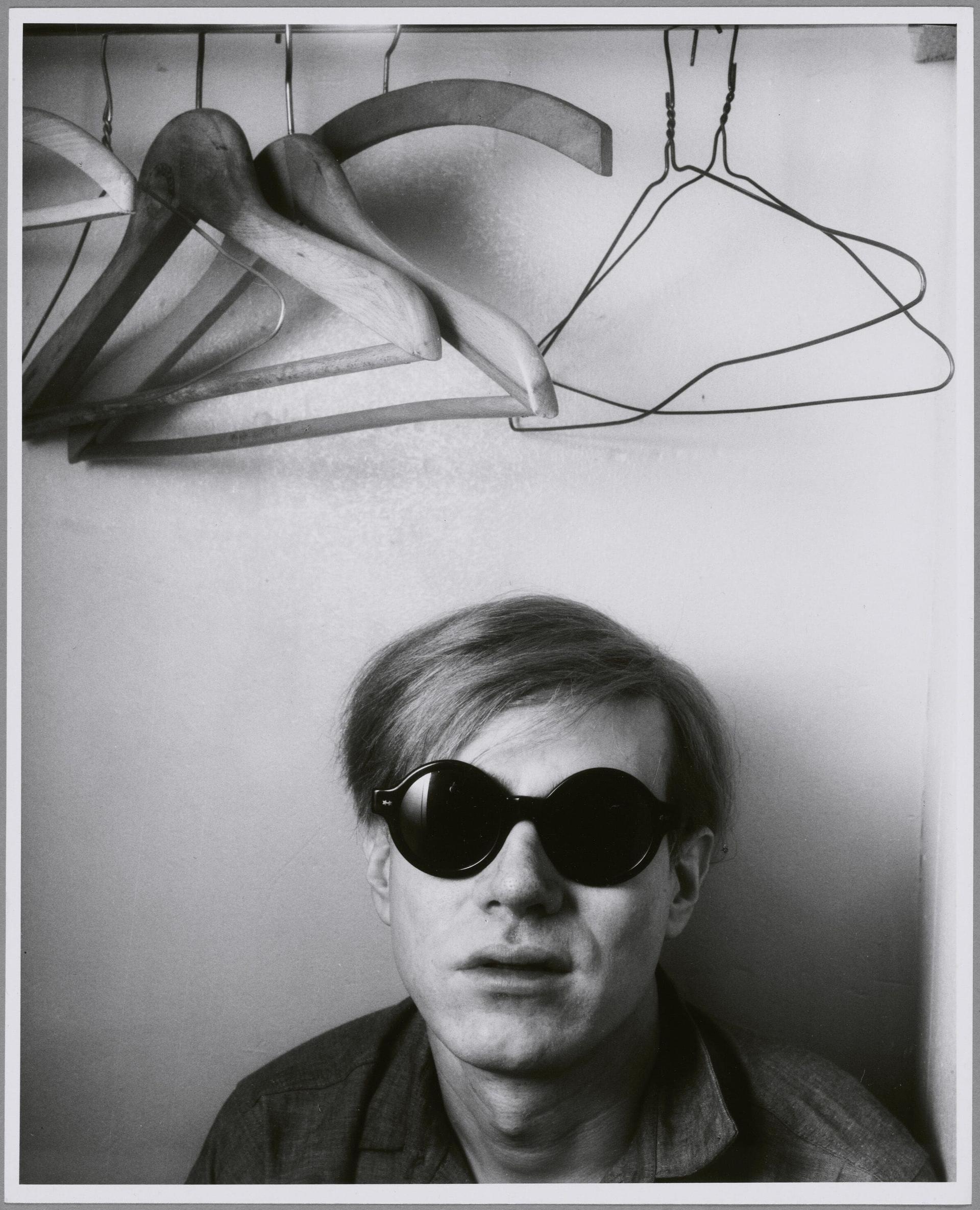 Shunk-Kender, Andy Warhol, Hôtel Royale Bison, Parigi, maggio 1965. Donazione della Roy Lichtenstein Foundation in memoria di Harry Shunk e Janos Kender. Foto: Shunk-Kender © J. Paul Getty Trust. Tutti i diritti riservati.