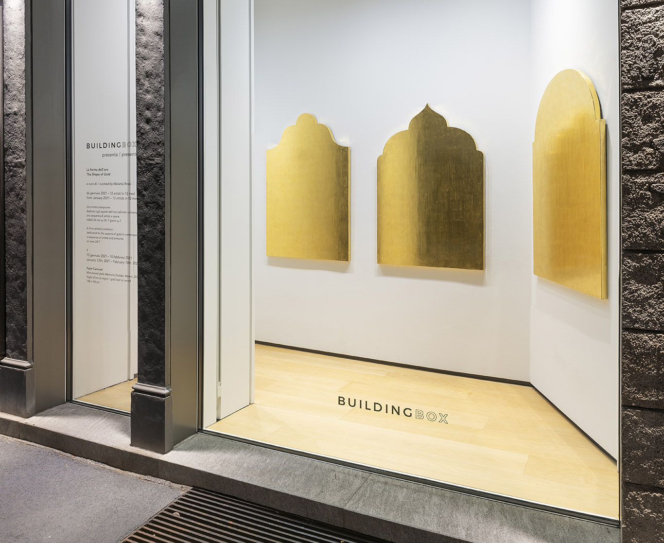 Oren Eliav, Crossing at Night, 2020 | olio su tela, 170 x 340 cm Courtesy lartista e BUILDING, ph. Michele Alberto Sereni